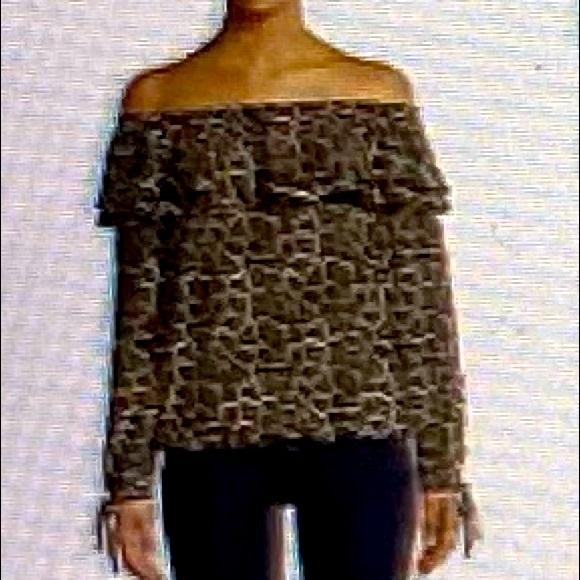 Off shoulder blouse black